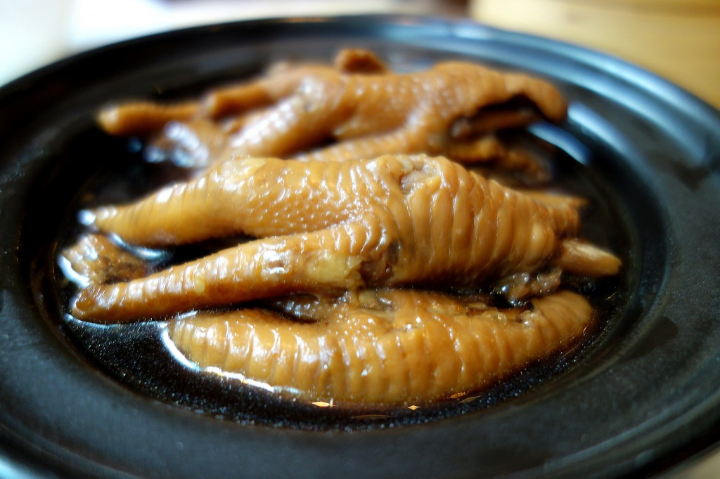 Braised chicken feet in abalone sauce